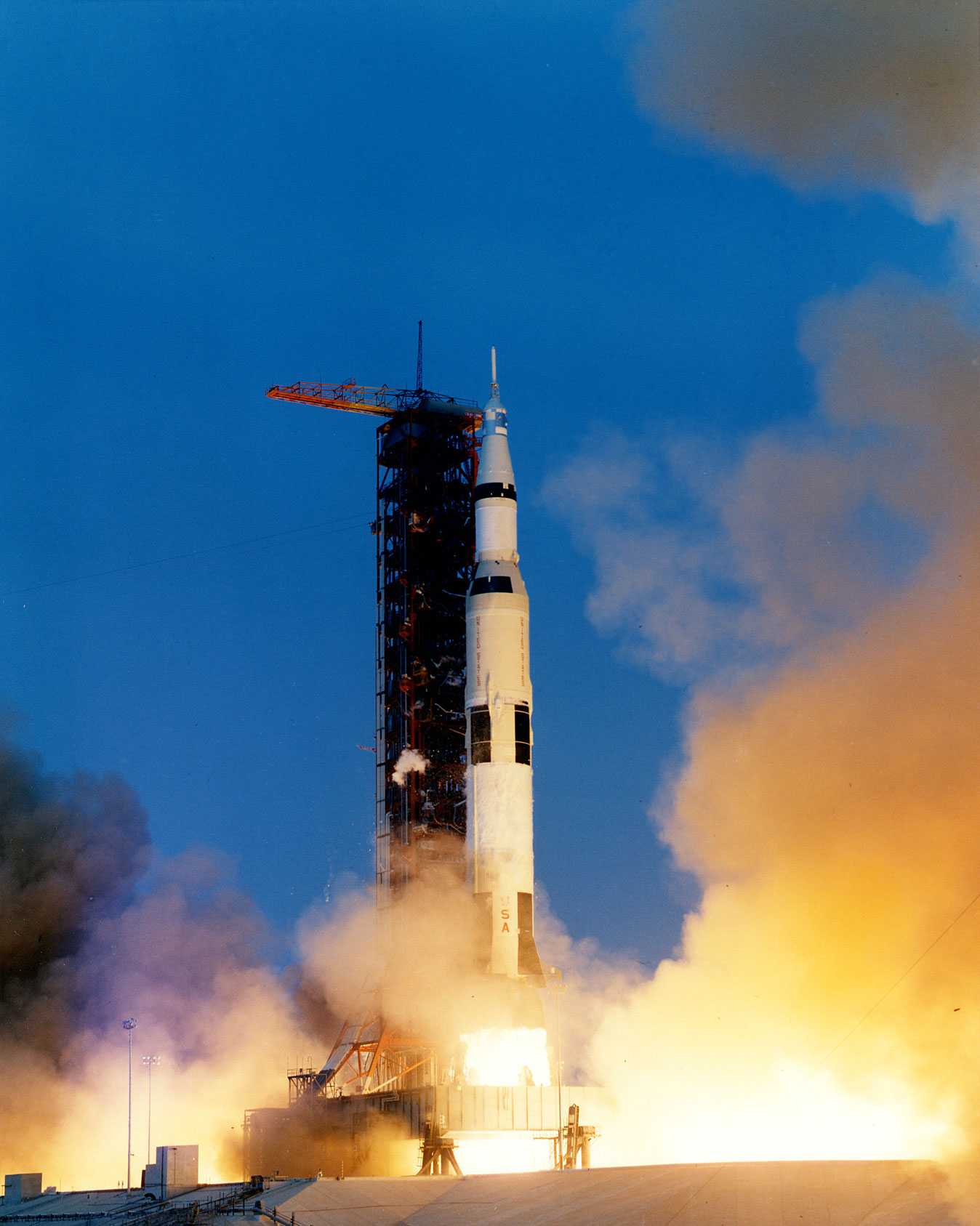 Apollo_13_liftoff-KSC-70PC-160HR.jpg